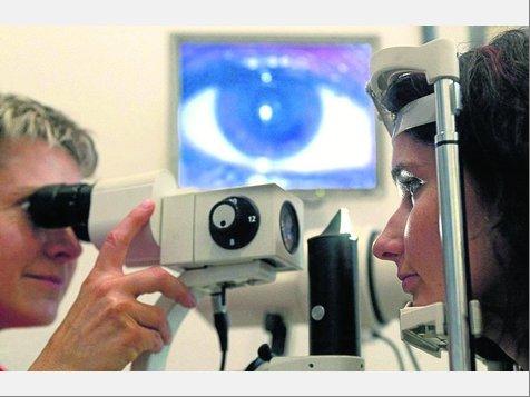 Mit Durchblick: Die Fortschritte in der Augenheilkunde sind rasant. Der wissenschaftliche Austausch über Behandlungsmethoden ist daher wichtig. Foto: Archiv